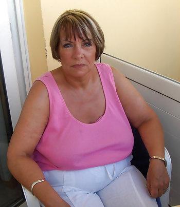 Sexgeile Oma will gefickt werden