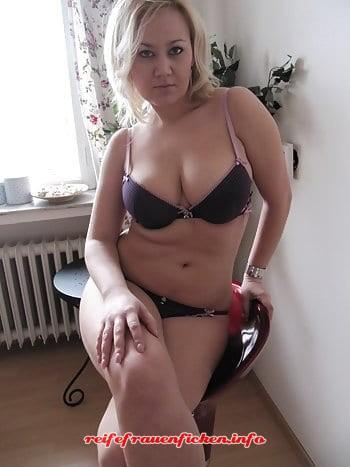 Sexgeile Hausfrau privat ficken
