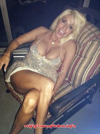 sexgeile blonde MILF privat ficken!